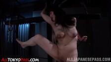 Notgeile Asia Nutte bekommt Fisting Fick im Porno