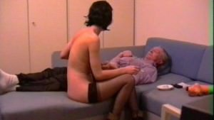 Reife Porno Nutte fickt mit dem Opa